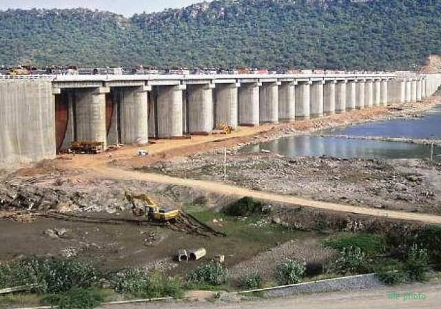 महाराष्ट्र में 26 बांध सूखे, भीषण जल संकट के बन रहे हालात