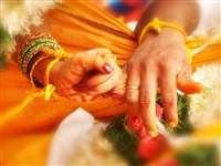 शादी की अजीब परंपराएं: कहीं दुल्हन का किडनैप, तो कहीं डंडे से पिटता है दुल्हा