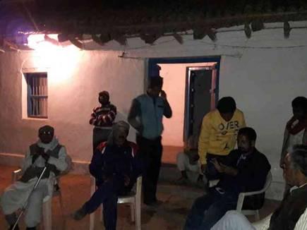 रातभर जागकर गांव की करते हैं सुरक्षा, पता नहीं कब 'मौत' आ जाए