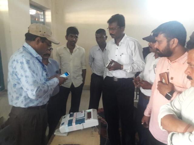 Chhattisgarh 3rd Phase Lok Sabha Election 2019 : रायपुर से सरगुजा तक दर्जनभर बूथों पर EVM ने दगा दिया