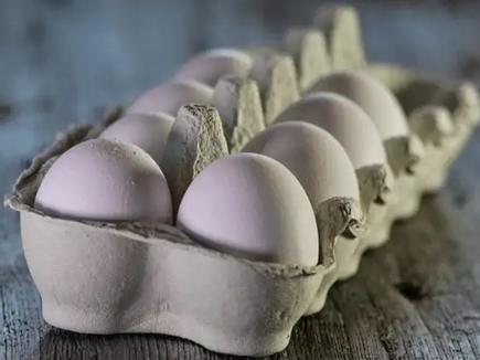 बाजार में बिक रहे हैं नकली अंडे, जानें कैसे पहचानें उन्हें