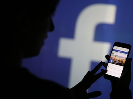 फादर्स डे : अमेरिका में फेसबुक की मदद से 40 साल बाद पिता से मिली बेटी
