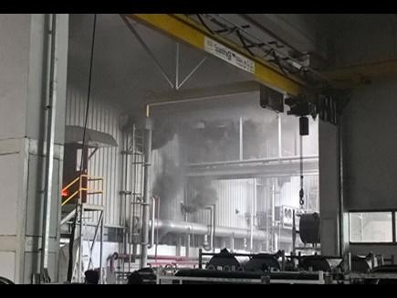 VIDEO : पीथमपुर स्थित आयशर मोटर्स में आग पर काबू