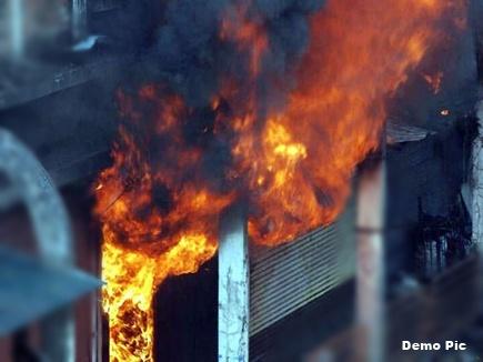 भोपाल के एमपी नगर में इमारत में लगी भीषण आग