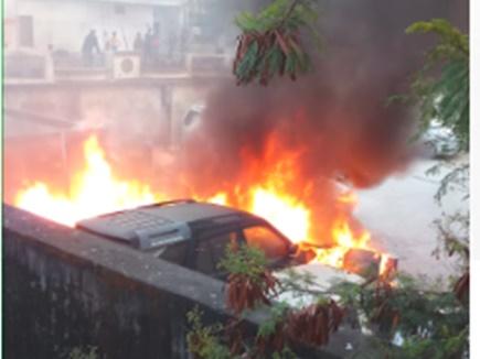 Jabalpur News:  शोरूम में लगी आग से कई कारें जलकर खाक, देखें VIDEO