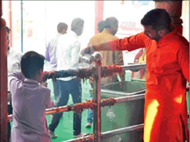 Ujjain: चिंतामन गणेश मंदिर में मन्नत के धागों में आग लगी