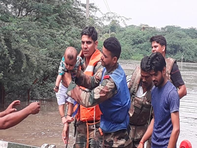 Madhya Pradesh Weather Alert : चंबल में बाढ़ का कहर, भिंड में सेना का रेस्क्यू ऑपरेशन जारी