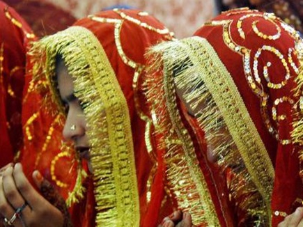 युवती ने पुरुष बन रचाई दो महिलाओं से शादी, 4 साल बाद खुला राज तो उड़े पत्नी के होश