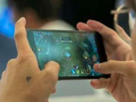 ऑनलाइन गेम्स के चक्कर में हाथ पर गोदा 'Cut here to Exit' और लगा ली फांसी