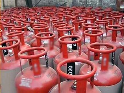 995 रुपए पहुंच गई गैस सिलेंडर की कीमत, ब्रिकी में आई गिरावट