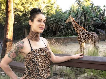 giraffe woman 19 03 2017