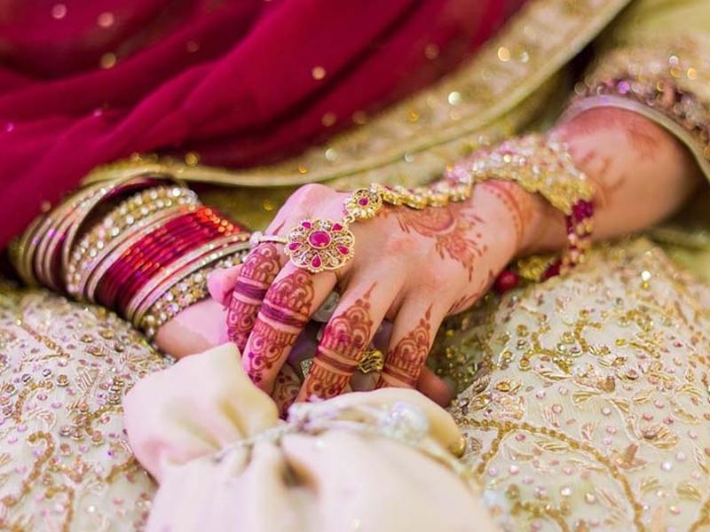 यूपी के शामली में शादी करना चाहती हैं दो सहेलियां, पुलिस तक पहुंचा मामला