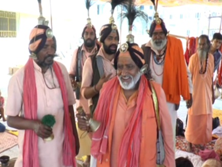 Prayag Mahakumbh: दान में मिले संन्यासियों से बनता है गोदड़ अखाड़ा, इनकी जिम्मेदारी भी है बहुत खास