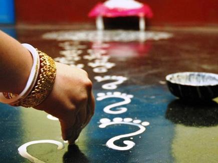 शुक्रवार है लक्ष्मी का दिन, ज्योतिष कहता है इस तरह करें पूजा तो बरसेगा धन