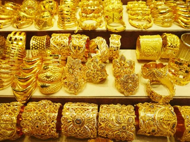 Gold, Silver Prices: चांदी में 715 रुपये का आया उछाल, सोने में भी 90 रुपये की हुई बढ़ोतरी