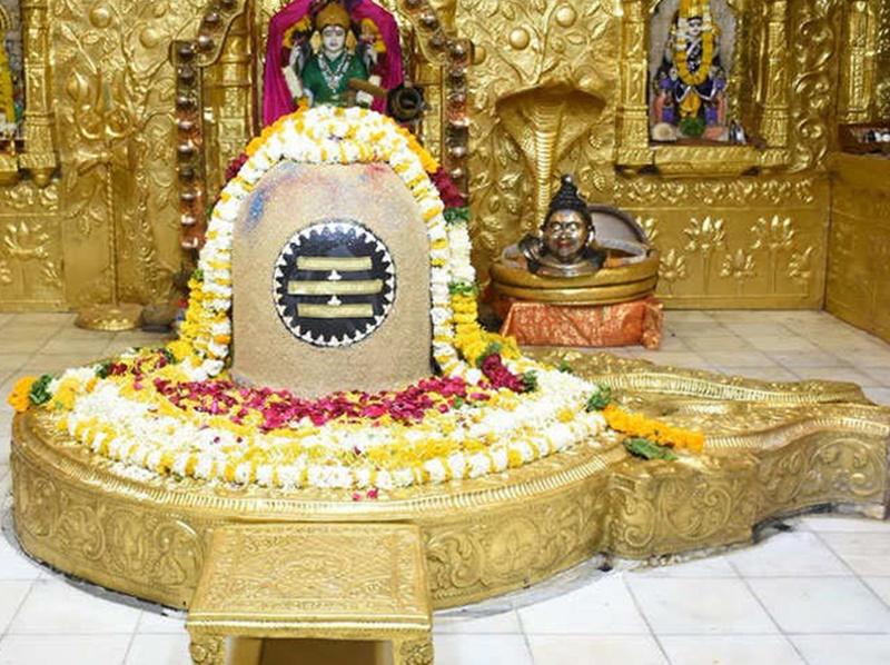 Sawan-2019: सावन में नील मणि के शिवलिंग तो फागुन में स्फटिक के शिवलिंग की पूजा से मिलता है ऐसा फल