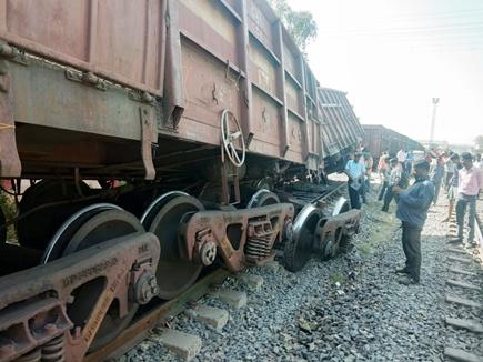 सतना के पास मालगाड़ी के दो डिब्बे पटरी से उतरे, डेढ़ दर्जन से अधिक ट्रेनें प्रभावित