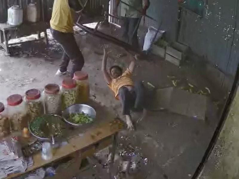 पानी के पाउच के पैसे मांगे तो शराबियों ने सिर पर फोड़े कांच के पांच जार