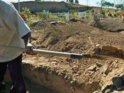 Image result for कब्र से निकलवाया बच्ची का शव