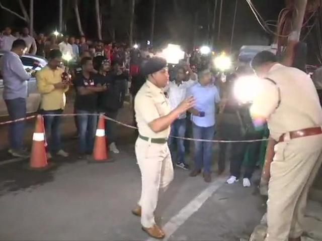 Assam : गुवाहाटी में मॉल के बाहर बम धमाका, 12 लोग घायल, पुलिस जांच में जुटी