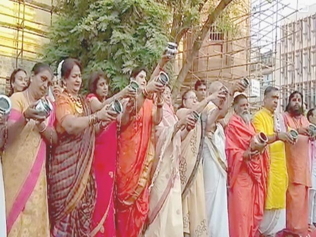 Indore Gudi Padwa 2019: हिंदू नव वर्ष का आगाज, राजवाड़ा पर सूर्य को दिया सामूहिक अर्घ्य