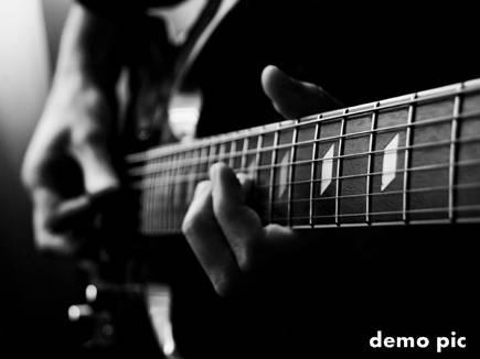 15 करोड़ में बिका गिटार