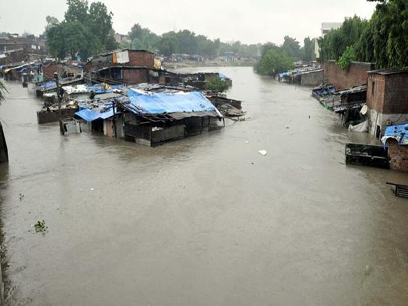 राजकोट में 30 घंटे में 18 इंच बारिश, भारी वर्षा की चेतावनी से गुजरात हाई अलर्ट पर
