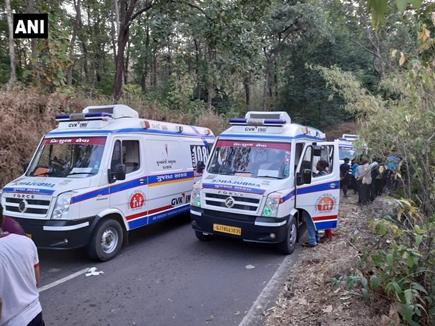 गुजरात में भीषण हादसा, छात्रों से भरी बस 300 फीट गहरी खाई में गिरी, 3 की मौत