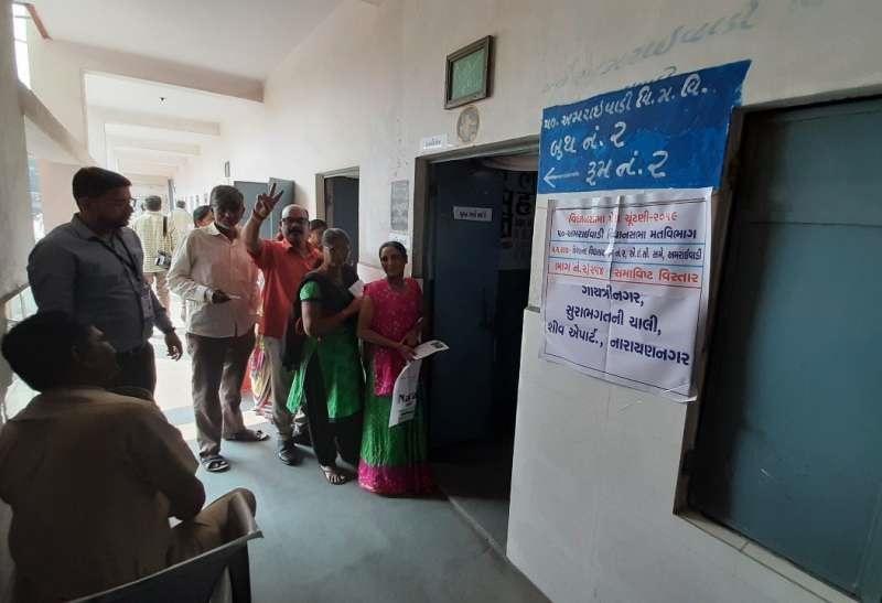Gujarat Assembly By-Poll: गुजरात की 6 विधानसभा सीटों पर 53 फीसदी हुआ मतदान