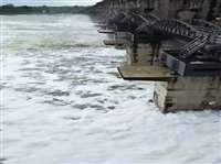 गुजरात में बारिश का कहर, कई जिलों में बाढ़ के हालात