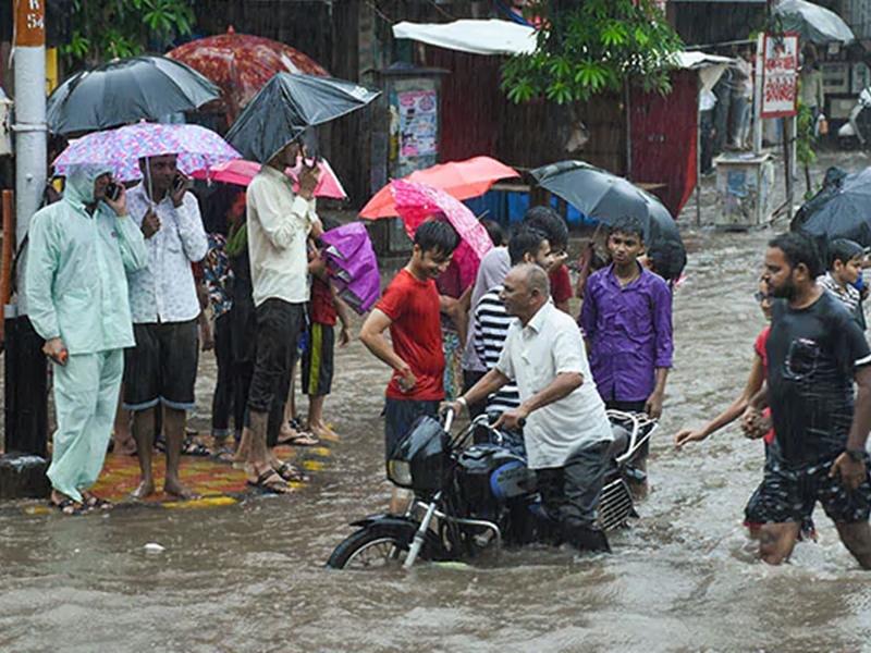 Gujarat: लगातार बारिश का दौर जारी, इस स्थानों पर फिर बने बाढ़ जैसे हालात