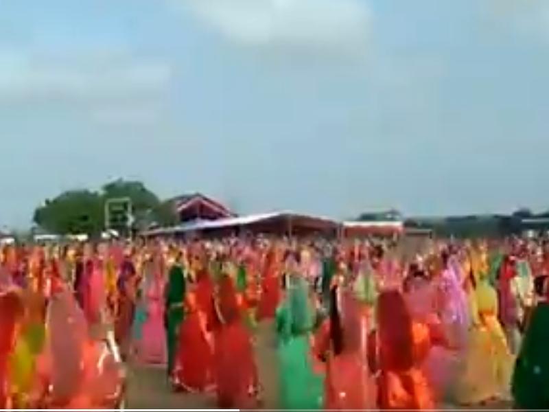 Gujarat: राजपूत समाज की दो हजार महिलाओं ने तलवार लेकर किया रास, देखें वीडियो