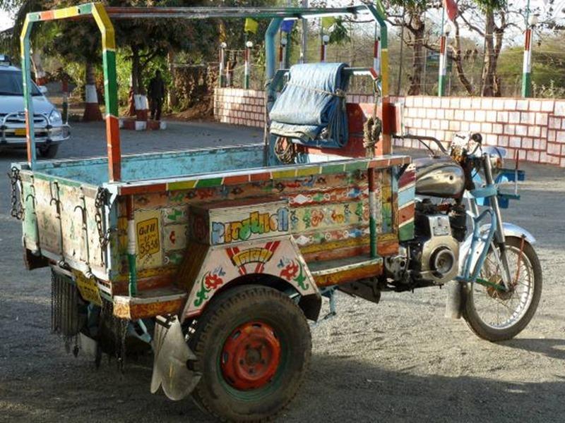 गुजरात: बीमारियों से बचने के लिए गांव में दशहरे तक नहीं ले जाते वाहन, 350 वर्ष पुरानी परंपरा