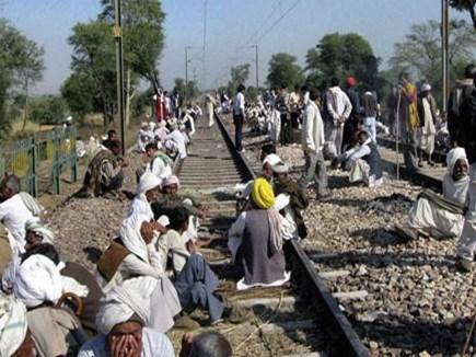 Gurjar Agitation: रेलवे ट्रैक गुर्जर आंदोलनकारियों का कब्जा, ये ट्रेनें रद्द, इतनी का रुट बदला