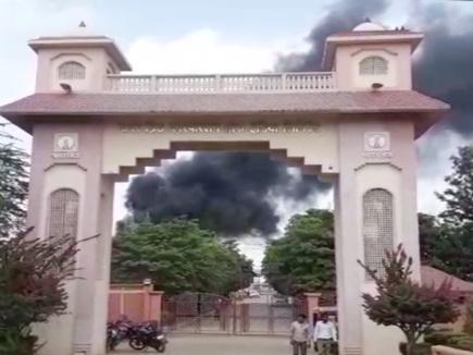VIDEO: ग्वालियर के अडू पूरा पॉवर ग्रिड में भीषण आग