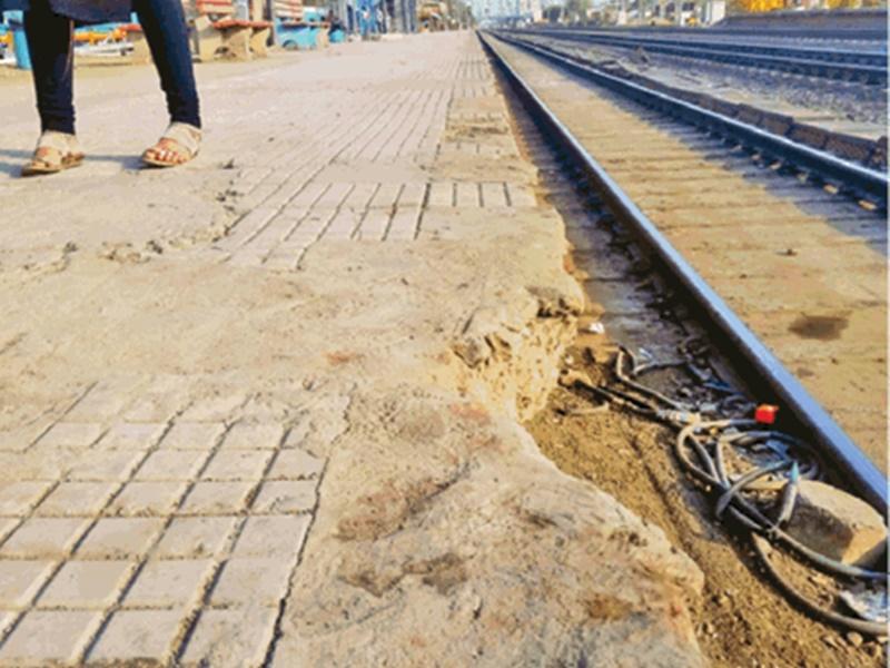 Habibganj Station पर टूट-फूट से जानलेवा बन रहे प्लेटफार्म, इसलिए पटरी पर गिरा था युवक