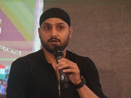 क्रिकेटर पांड्या और राहुल पर भड़के टर्बनेटर भज्जी, कहा उनके साथ सही हुआ