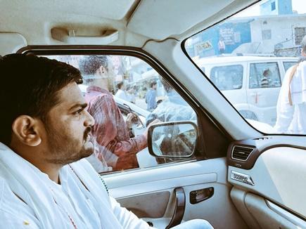 जबलपुर में हार्दिक पटेल की गाड़ी पर फेंके गए अंडे, पथराव भी किया