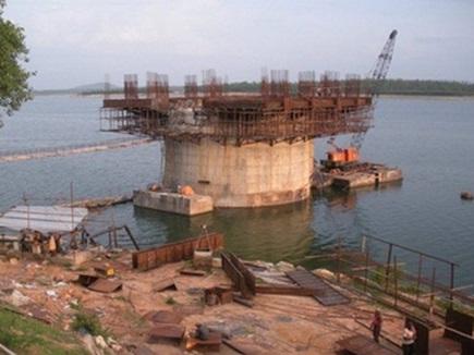 Chhattisgarh : हंसदेव नदी पर सोंठी एनिकेट बहा, चार अधिकारी निलंबित