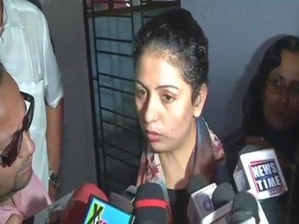 कोलकाता: अब मीडिया पर भड़कीं शमी की पत्नी हसीन जहां, तोड़ा कैमरा