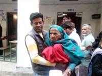 तस्वीरों में यूपी और उत्तराखंड में मतदान के अजब-गजब नजारे