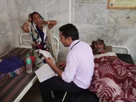 VIDEO : देवास जिले में नानूखेड़ा के पास पलटी बस, 13 घायल