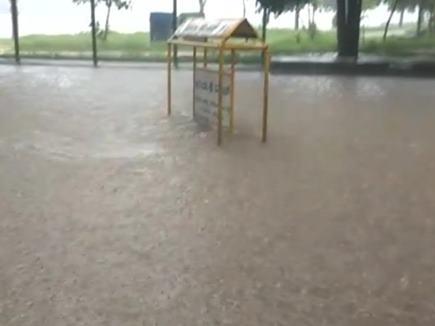बारिश से बेहाल हुआ बेंगलुरु, जनजीवन अस्त व्यस्त