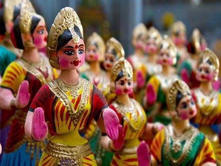 भारतीयों के सिर हिलाने से विदेशी सैलानी हैरान, व्यवहार समझने को की स्टडी