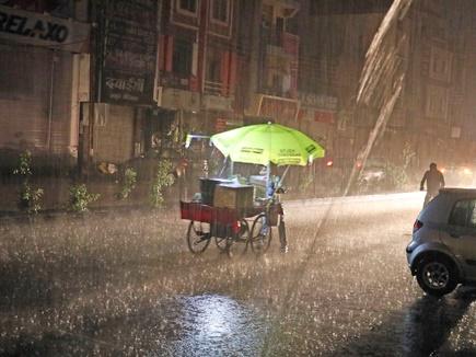 इंदौर में रात में आधा घंटा हुई तेज बारिश, गर्मी से मिली राहत