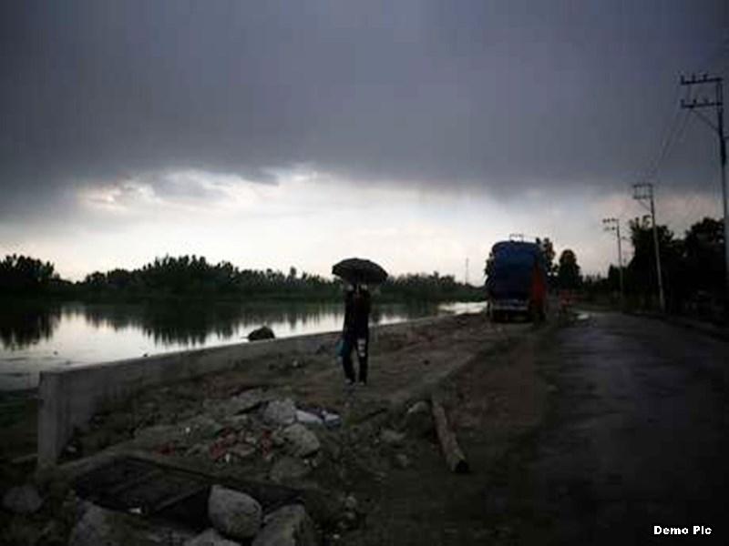 Chhattisgarh Weather Alert : छत्तीसगढ़ में चक्रवात से कुछ क्षेत्रों में भारी बारिश की चेतावनी