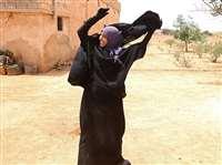 आईएस आतंकियों से आजादी मिली तो महिलाओं ने निकाल फेंके हिजाब