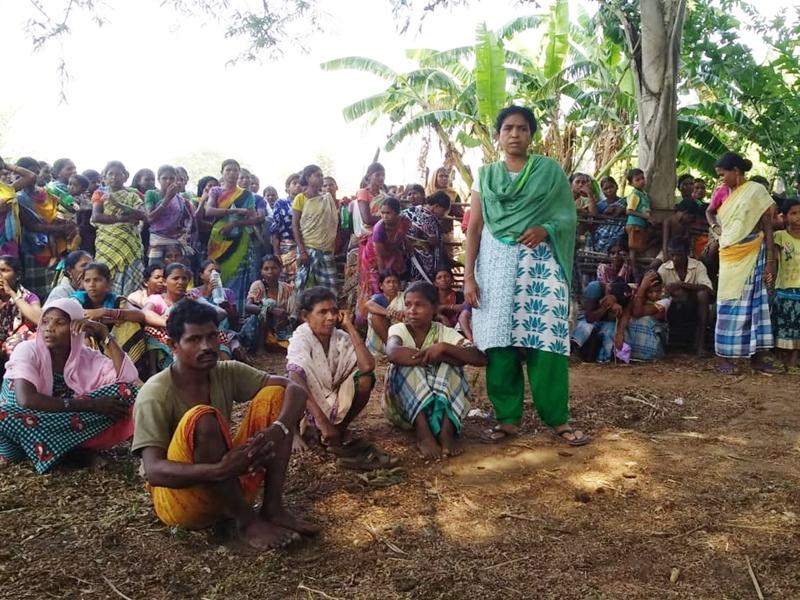 Chhattisgarh : हिरोली मुठभेड़ को फर्जी बता रहे ग्रामीण, बैठक कर शव लेने से किया इंकार