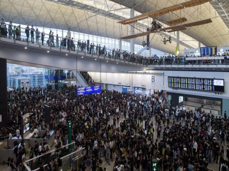 हांगकांग की प्रमुख लेम की चेतावनी, हालात बिगड़े तो बेहद मुश्किल होगा लौटना