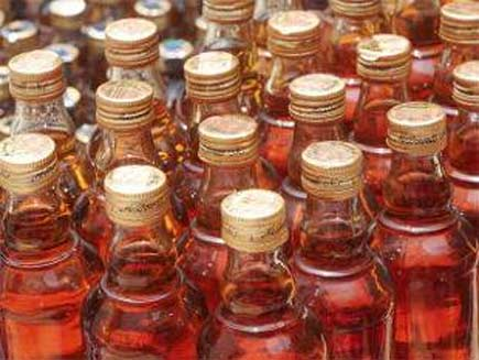 बिहार के बाद सूरत में जहरीली शराब से दो की मौत, एक गंभीर